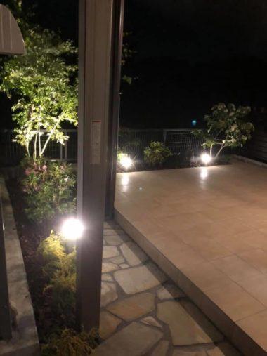 ガーデンライトで夜も魅力的なお庭に