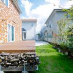 お庭を有効活用するためのウッドデッキとタイルデッキ