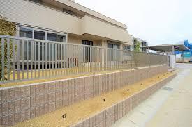 気になる視線や防犯対策に-外構・エクステリアのフェンスの使い道-